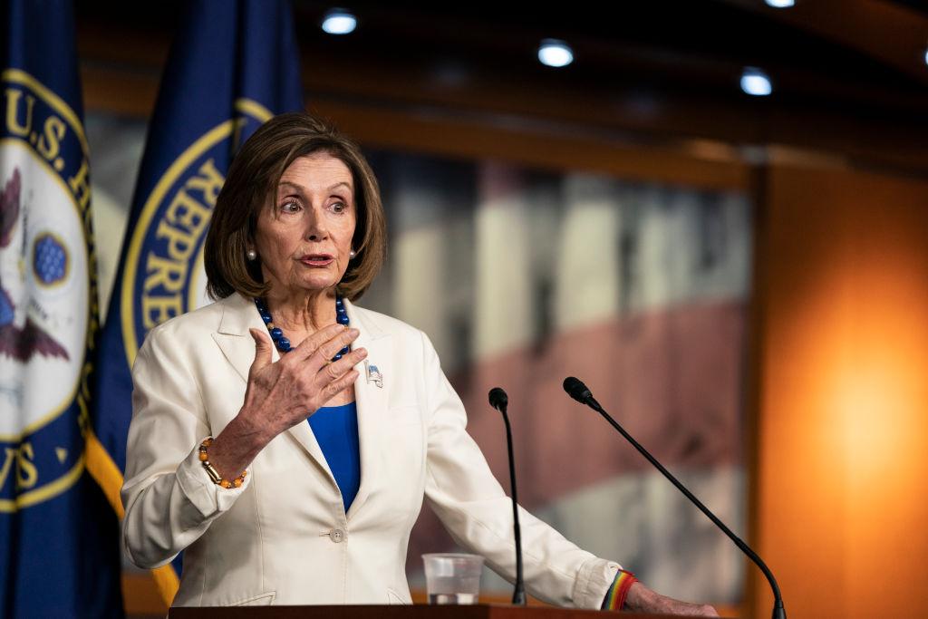 美國聯邦眾議院議長南希·佩洛西2020年11月21日在國會大廈每周的新聞發佈會上對媒體發表講話。(Alex Edelman/Getty Images)