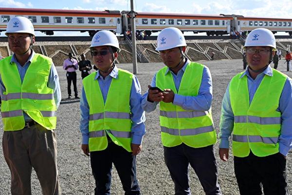 圖為「中交建」在肯雅的承包商(攝於2019年10月)。(Photo by SIMON MAINA / AFP)