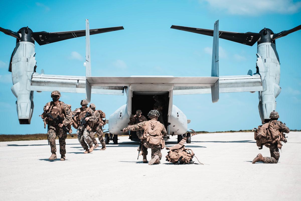 2020年10月7日,美國海軍陸戰隊在日本沖繩島一帶展開「貴族之怒」(Noble Fury)登陸演習。(Cpl. Josue Marquez/美國海軍陸戰隊)