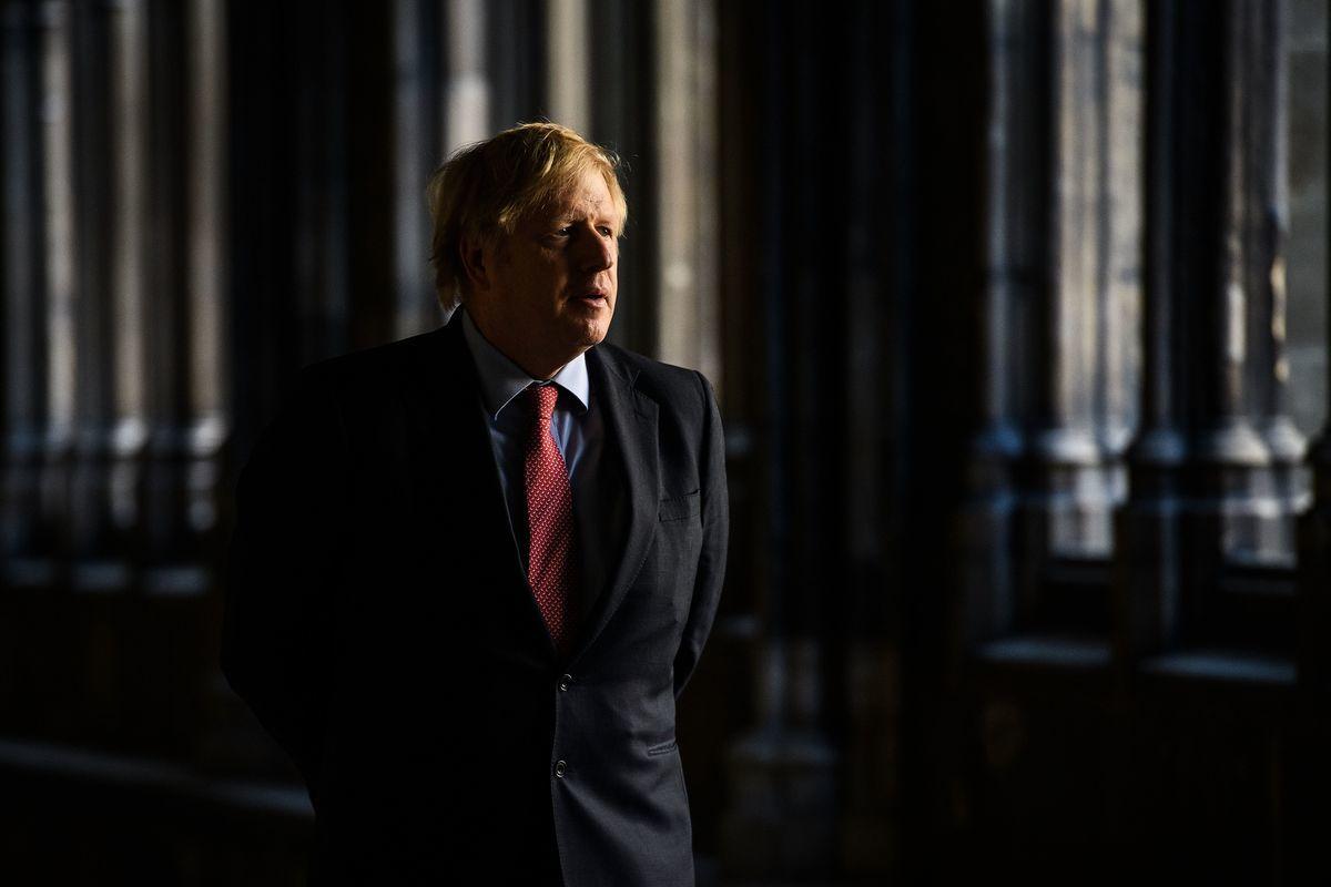 英國首相約翰遜正敦促制定新法律,以防止中資收購對國家安全構成威脅。(LEON NEAL/POOL/AFP via Getty Images)