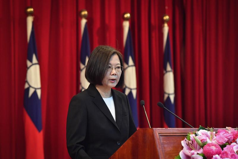 中華民國總統蔡英文2020年6月30日表示,中共曾經承諾香港50年不變,如今《港版國安法》的強行通過,不僅代表中共罔顧香港民意、背棄承諾,更證明了「一國兩制」不可行。資料照。(中央社)