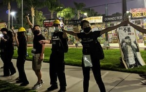 組圖:全球接力 洛杉磯三百人鏈 手牽手挺香港