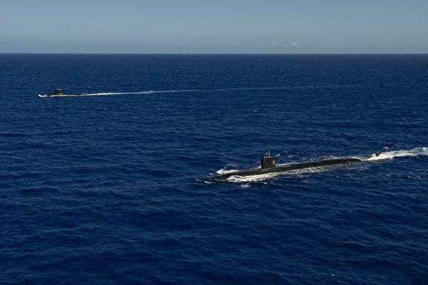 2020年12月18日,美軍洛杉磯級攻擊潛艇阿什維爾號(SSN 758,近處),和法國海軍的魯比斯級的核動力潛艇翡翠號(SSN)在關島附近共同演練。(美國印太司令部)