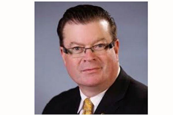澳洲維省立法委員會的伯尼·斐恩議員(Bernie Finn)指出:「中共政權是不可信的。」(明慧網)