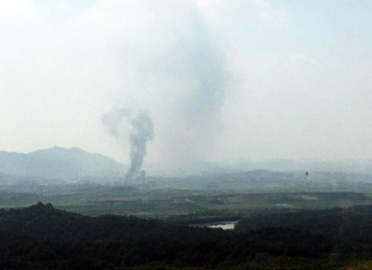 當地時間6月16日下午,北韓炸毀位於開城的朝韓聯絡辦公室,使得兩國緊張情勢升溫。(Photo by STR/YONHAP/AFP)