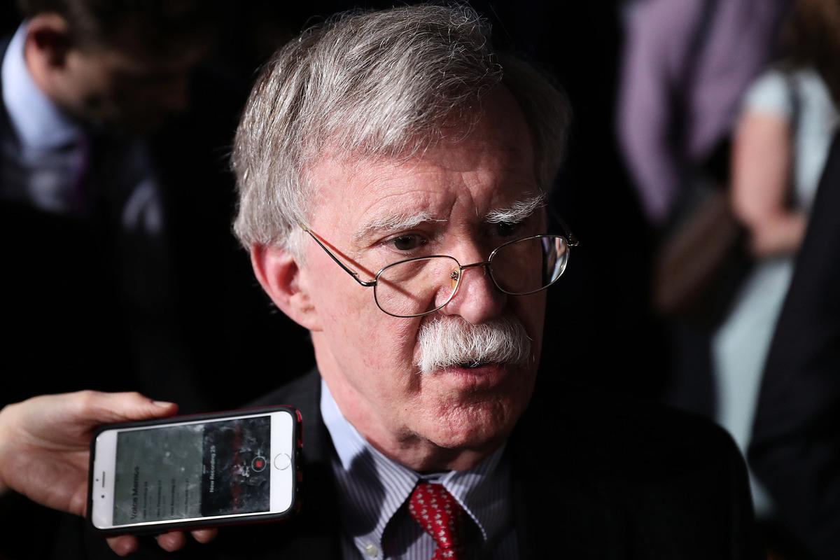 美國國家安全顧問博爾頓日前對北韓可能發射導彈的跡象提出警告。圖為2019年2月18日,博爾頓在佛羅里達州接受媒體訪問。(Joe Raedle/Getty Images)