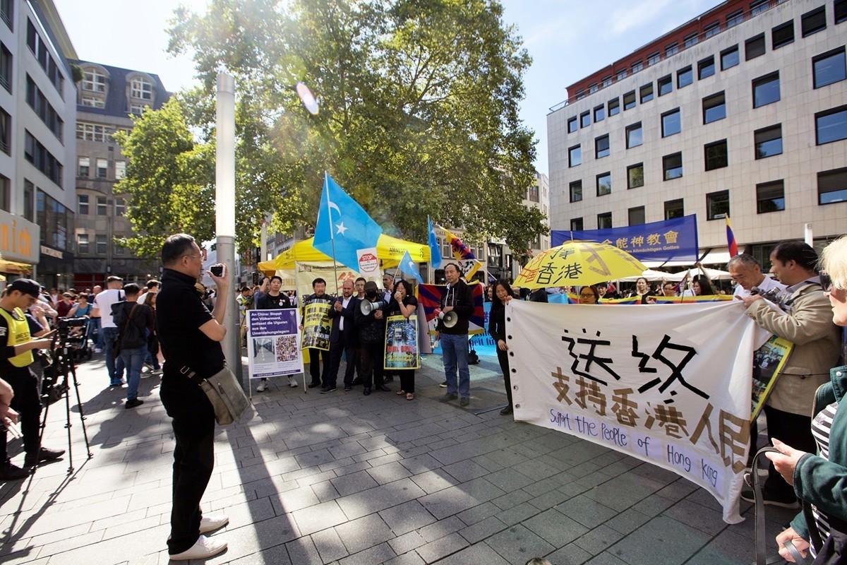 2019年9月14日,多團體齊聚德國科隆譴責中共,聲援香港民眾五大訴求。(黃芩/大紀元)