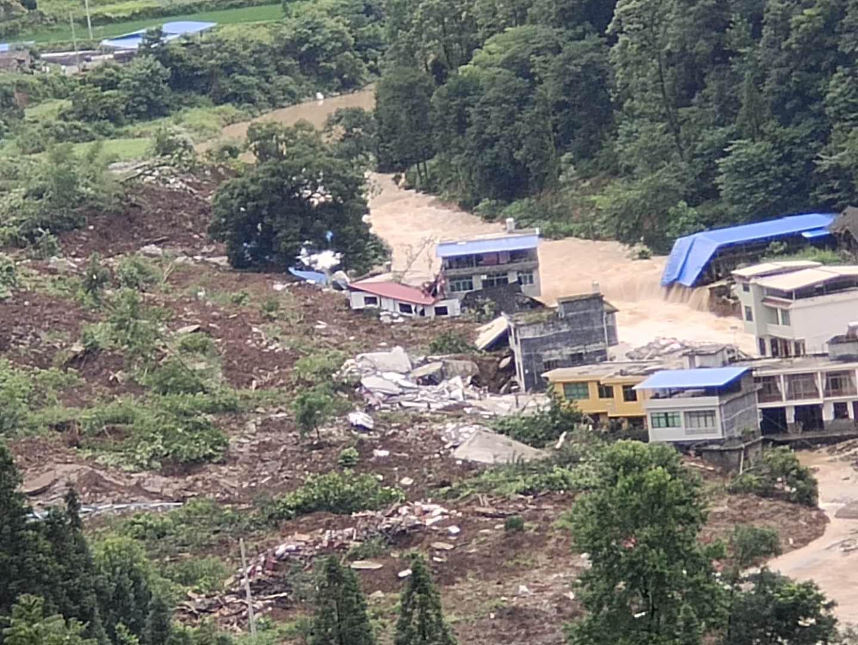 2020年7月8日,北京時間凌晨4、5點,貴州省銅仁松桃縣甘龍鎮石板村發生山泥傾瀉,村子被掩埋。(受訪者提供)