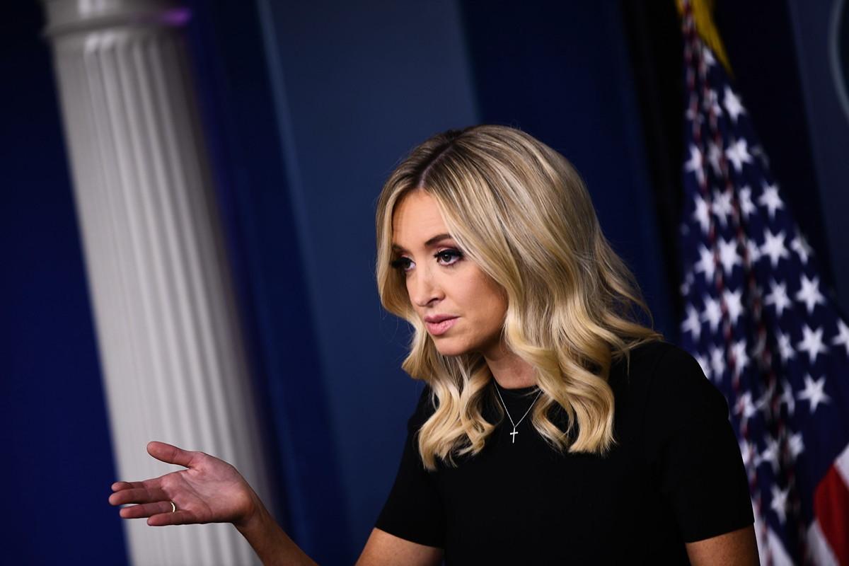 圖為白宮新聞發言人凱裏·麥卡納妮(Kayleigh McEnany)5月26日在新聞會上講話。(Brendan Smialowski / AFP)