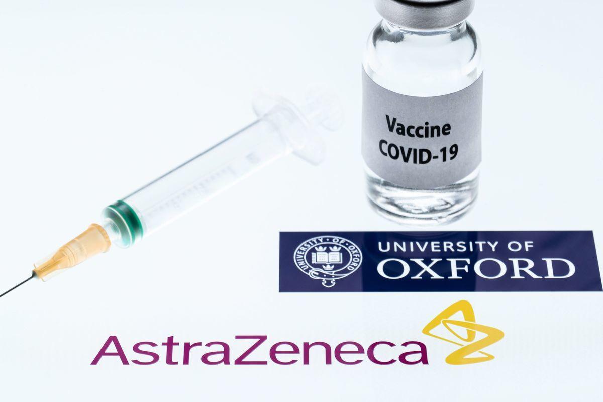圖為牛津大學/阿斯利康公司(Oxford/AstraZeneca)的中共病毒疫苗。(JOEL SAGET/AFP via Getty Images)