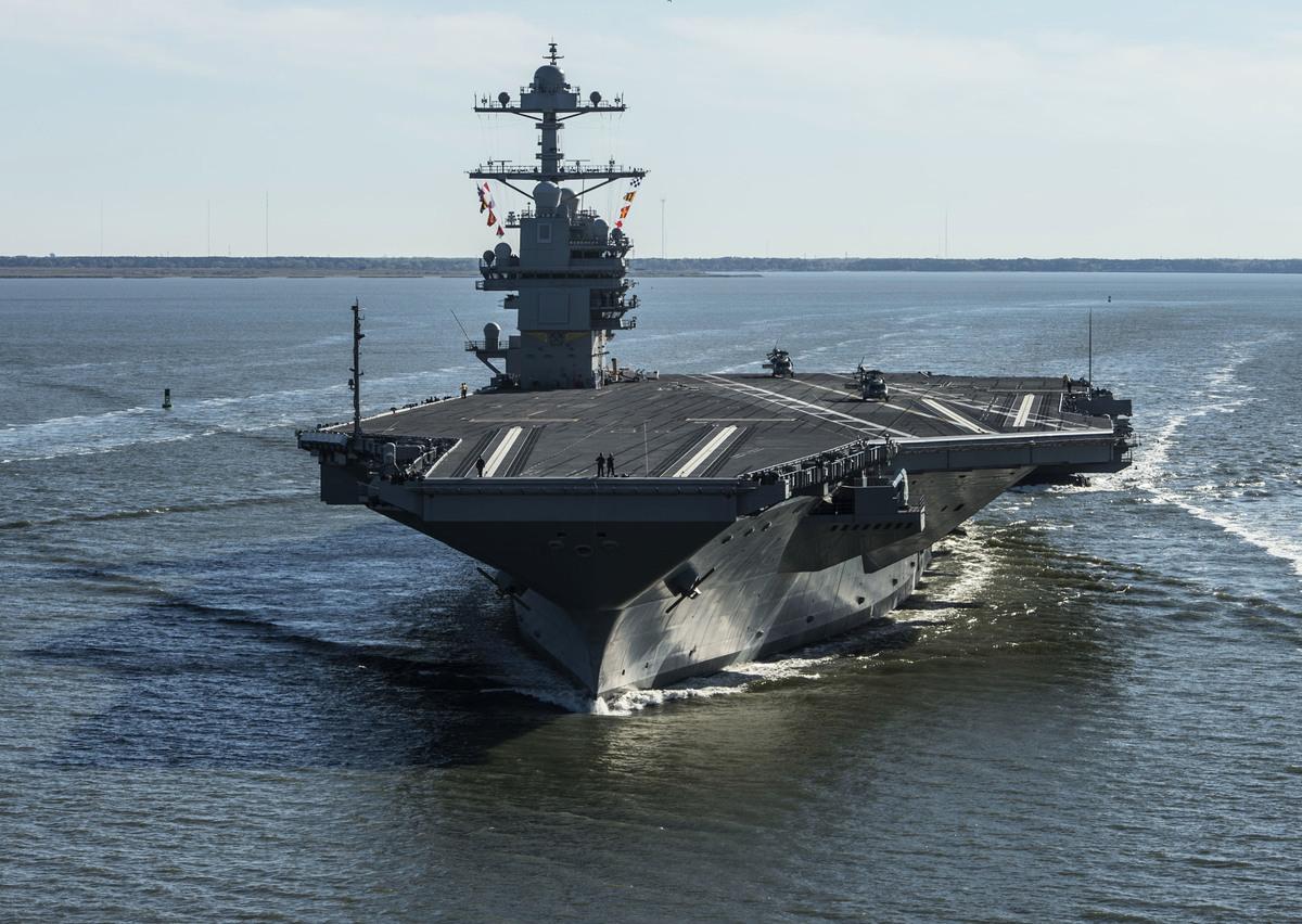 台灣夾在兩強之間,國際空間遭北京壓縮,台美關係則不斷升溫。圖為美國航母。(MC2 Ridge Leoni / US Navy / AFP)