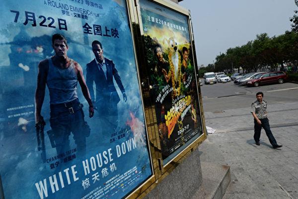 中共國家電影局近日稱電影院可以有限開放,但影院業者和觀眾都反應冷淡。圖為大陸某影院資料圖。(MARK RALSTON/AFP)