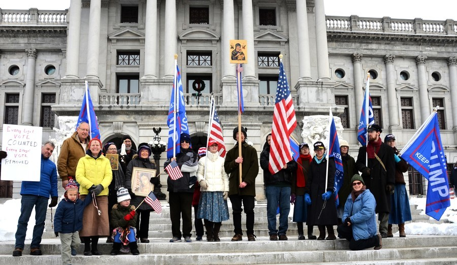 賓州集會反選舉舞弊 籲特朗普總統實施戒嚴