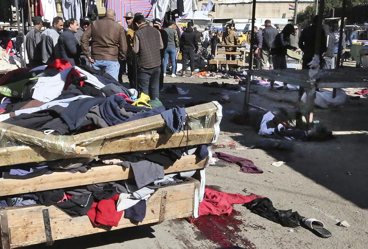 2021年1月21日,巴格達市中心一條繁華的商業街上發生兩宗自殺式爆炸事件。(SABAH ARAR/AFP via Getty Images)