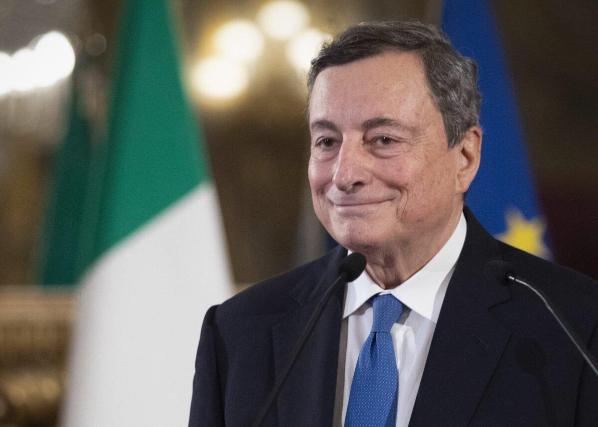 2021年2月3日,意大利總理馬里奧‧德拉吉(Mario Draghi)在與意大利總統會晤後在奎里納宮的記者會上。(Alessandra Tarantino/POOL/AFP via Getty Images)