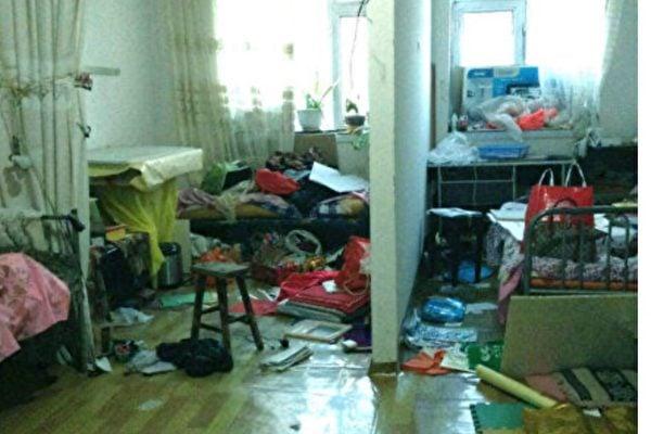 法輪功學員的家被中共警察抄家、盜竊後一片狼藉。(明慧網)