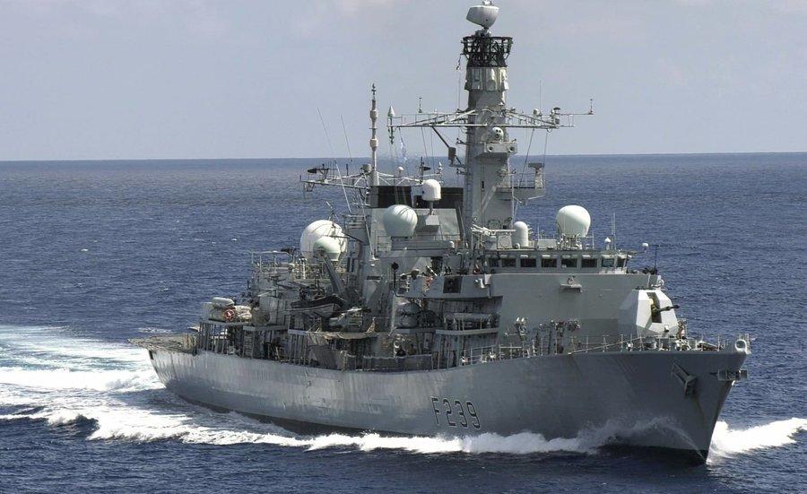 英軍艦「里士滿號」罕見穿越台灣海峽