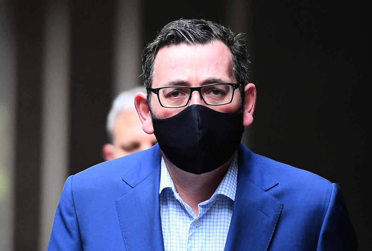 圖為戴著口罩的維州州長安德魯斯(Daniel Andrews)。(Quinn Rooney/Getty Images)