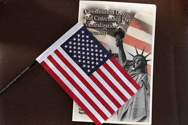 10月4日,特朗普政府宣佈,申請美國移民簽證者必須要證明其能夠支付美國醫保。(John Moore/Getty Images)