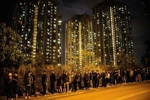 組圖:12.12逾千市民到周梓樂靈堂悼念
