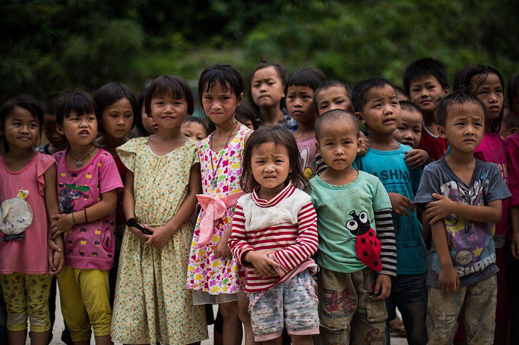 上億名大陸兒童直接受到有毒食品、有毒宣傳的侵襲,被淹沒在道德淪喪的冷漠和敗亂中。(JOHANNES EISELE/AFP/Getty Images)