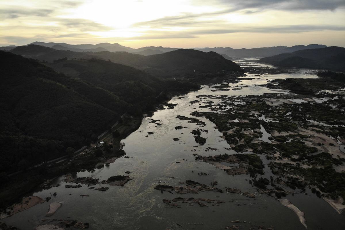 一項最新研究表明,中共修建大壩,可能直接造成湄公河下游的國家,包括泰國、老撾、柬埔寨和越南的水位達到歷史新低。(Lillian SUWANRUMPHA / AFP)