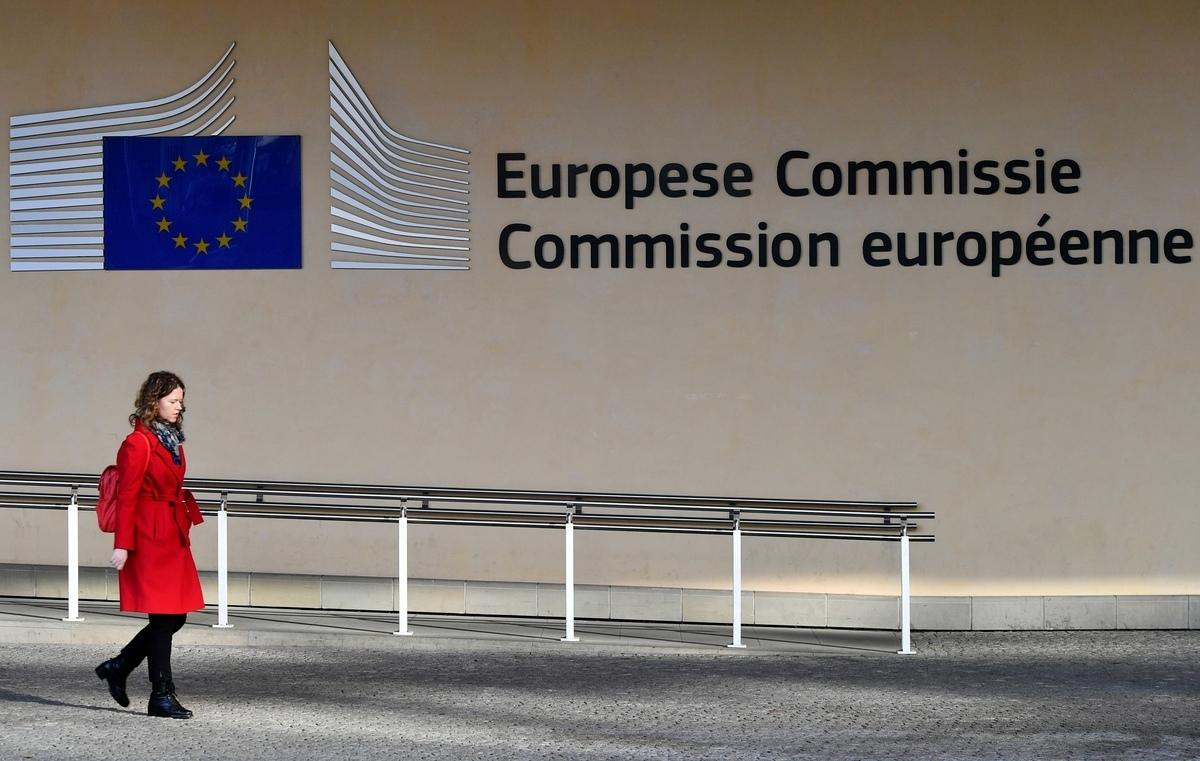 歐盟周二公佈一份報告,重新調整對華政策,改採強硬立場,將中共列為5G等關鍵發展領域的「經濟競爭者」,以及政治上的「體制性競爭對手」,並表示要對中國在歐洲的投資採取更嚴格的監管規定。 (EMMANUEL DUNAND/AFP/Getty Images)