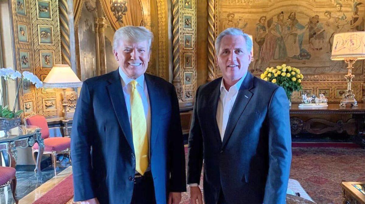 前美國總統特朗普2021年1月28日在佛羅里達州與眾議院少數黨領袖凱文·麥卡錫(Kevin McCarthy)舉行卸任後的首次公開會晤。(Save America PAC)