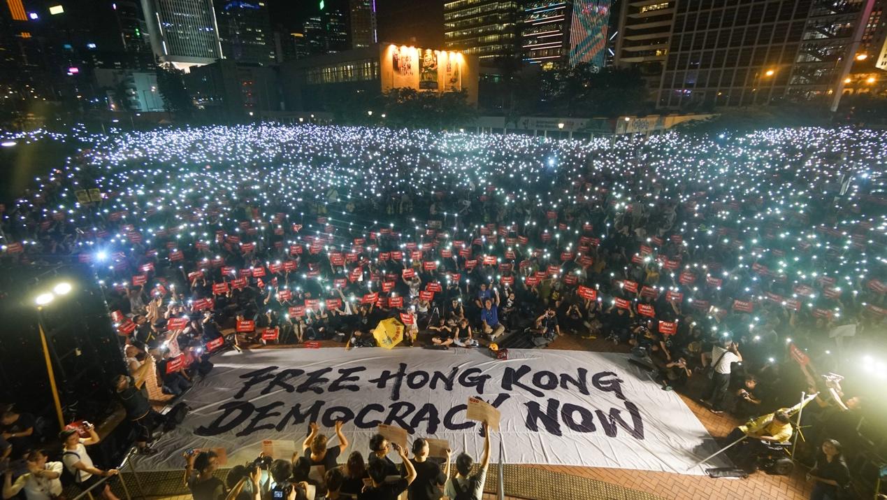 香港過萬人參與了民陣6.26晚在中環愛丁堡廣場舉行的「G20 Free Hong Kong集會」,呼籲國際社會關注香港人反送中的訴求。(民陣提供/DARIUS CHAN HO SHUN)