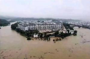 三峽大壩上游暴雨成災 水還在漲 民眾憂潰壩