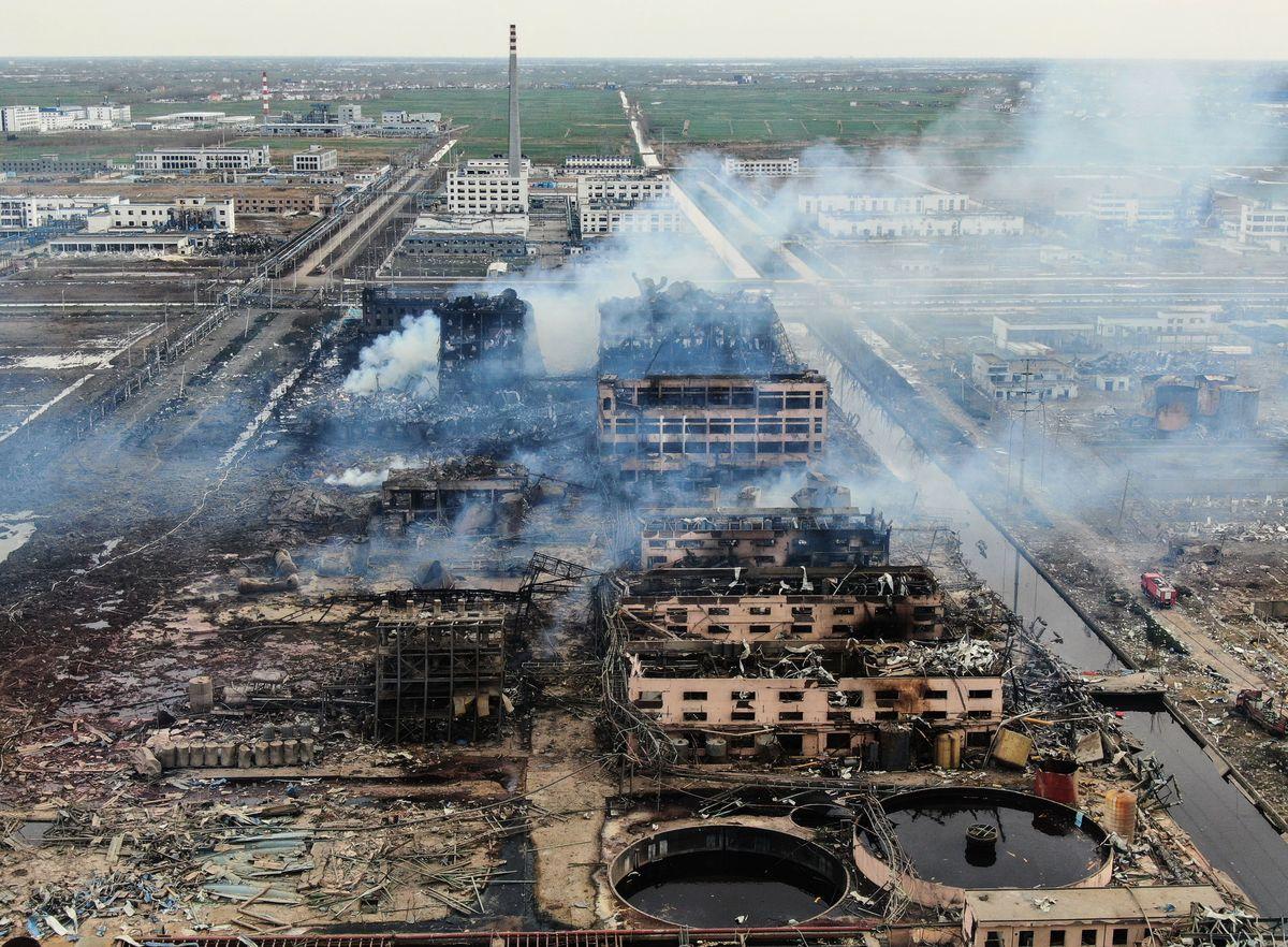 3月21日下午,中國江蘇省響水縣一化工廠發生爆炸,釀成數百人傷亡。爆炸現場一片狼藉。圖為航拍爆炸區域。(STR/AFP/Getty Images)