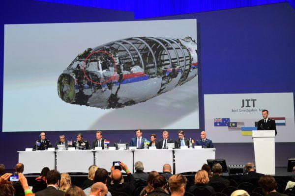 9月28日,以荷蘭為首的國際調查組(JIT)在記者招待會上展示證據。(EMMANUEL DUNAND/AFP/Getty Images)