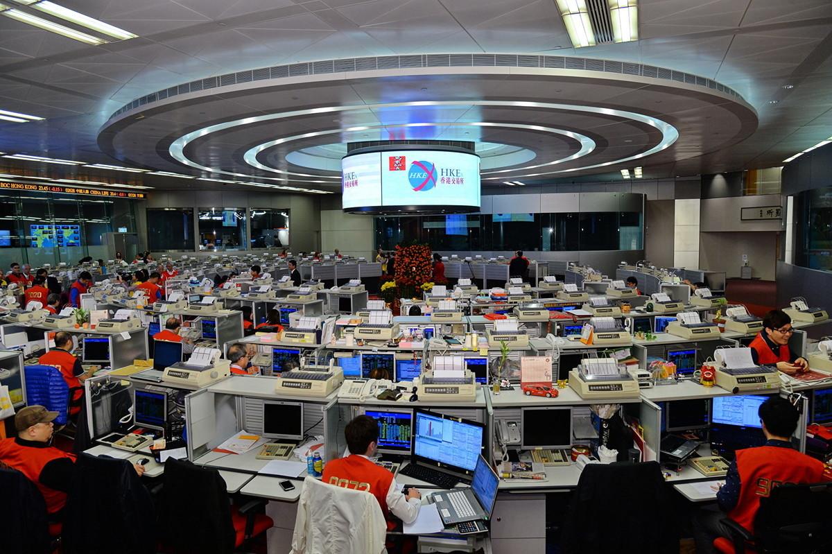 受美國制裁令影響,美投資者拋售涉及中共軍方企業的港股。圖為香港證券交易所。(宋祥龍/大紀元)
