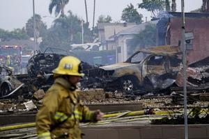 美國加州小型飛機墜落民居 至少4死傷兩房屋焚燬