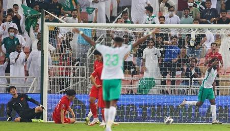 亞洲區世界盃預選賽,沙特隊3:2戰勝中國隊,薩米‧納吉亞打入兩球。(AFP via Getty Images)