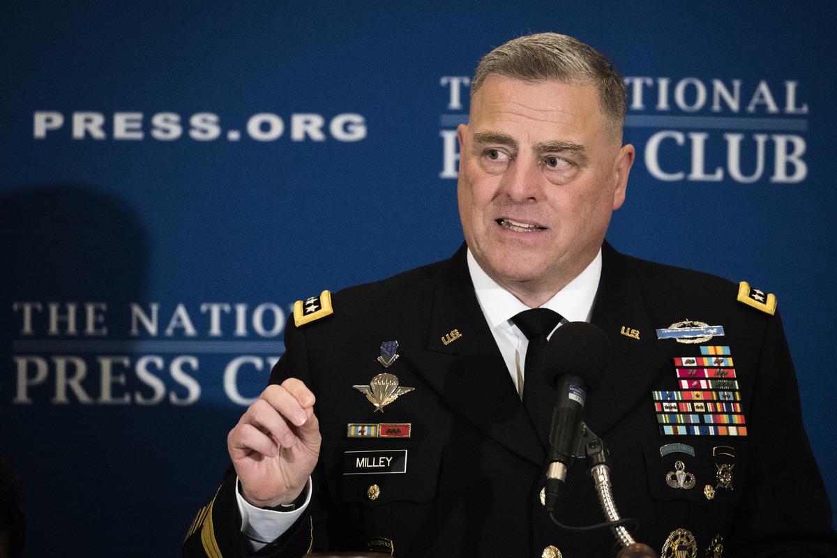 圖為美軍參謀長聯席會議主席馬克·米利(Mark Milley)在華盛頓特區全國新聞俱樂部發表講話。(Drew Angerer/Getty Images)