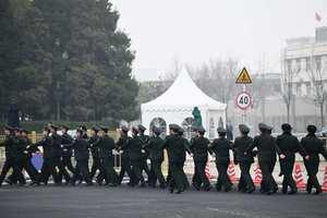 中共兩會前北京陰霾天 網民:代表們來吸霾