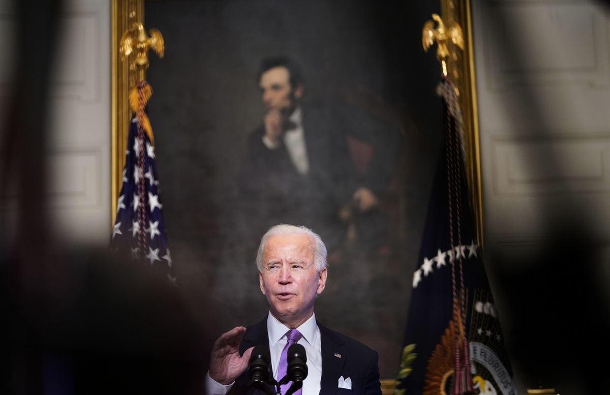 1月26日,美美國新任總統拜登(Joe Biden)在白宮針對疫情發表講話,背後是亞伯拉罕林肯的畫像。當天,限制中共孔子學院的一項政策被悄悄取消。(Mandel Ngan/AFP/Getty Images)