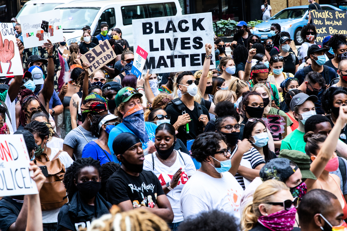 2020年6月19日,上百萬美國人在伊利諾伊州芝加哥遊行聚會,紀念始於1865年6月19日的奴隸解放日。(Natasha Moustache/Getty Images)