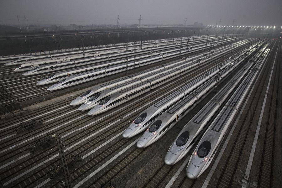 中共央企國鐵集團半年虧損千億 員工被降薪