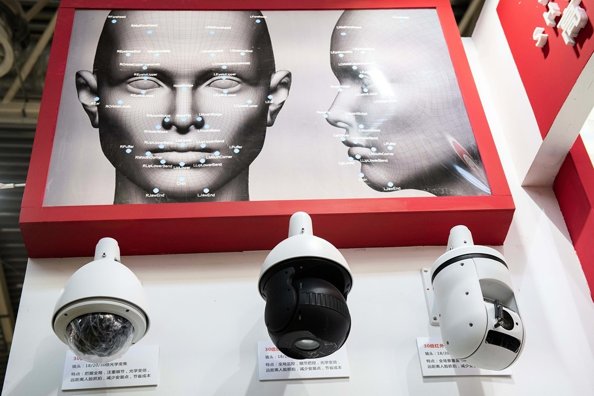圖為2018年10月24日在北京第14屆中國國際社會公共安全產品博覽會上展出的人臉識別錄像頭。(NICOLAS ASFOURI / AFP)