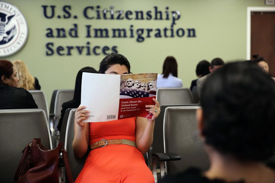 移民局廢除特朗普時期規定 恢復補充材料政策