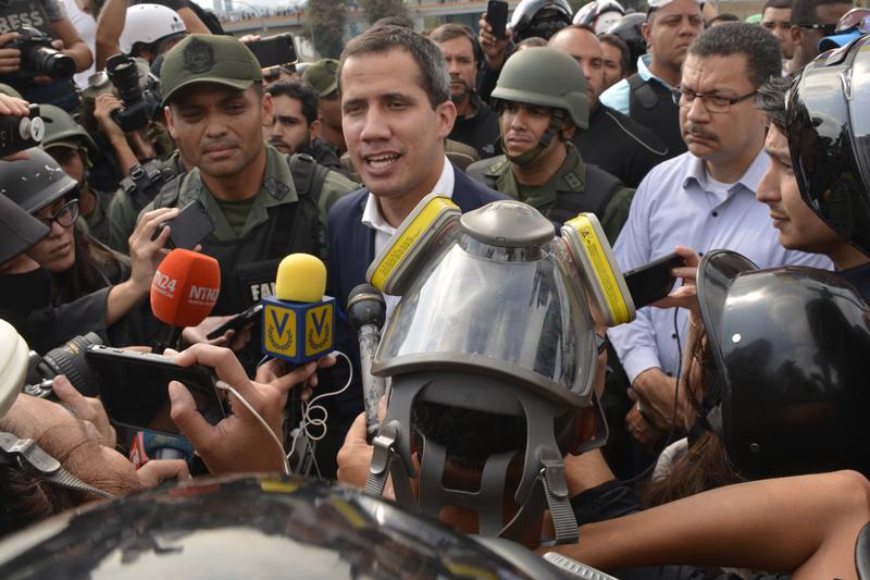 4月30日,委內瑞拉反對派領袖瓜伊多呼籲軍隊起義,推翻馬杜羅政權。(Rafael Briceno/Getty Images)