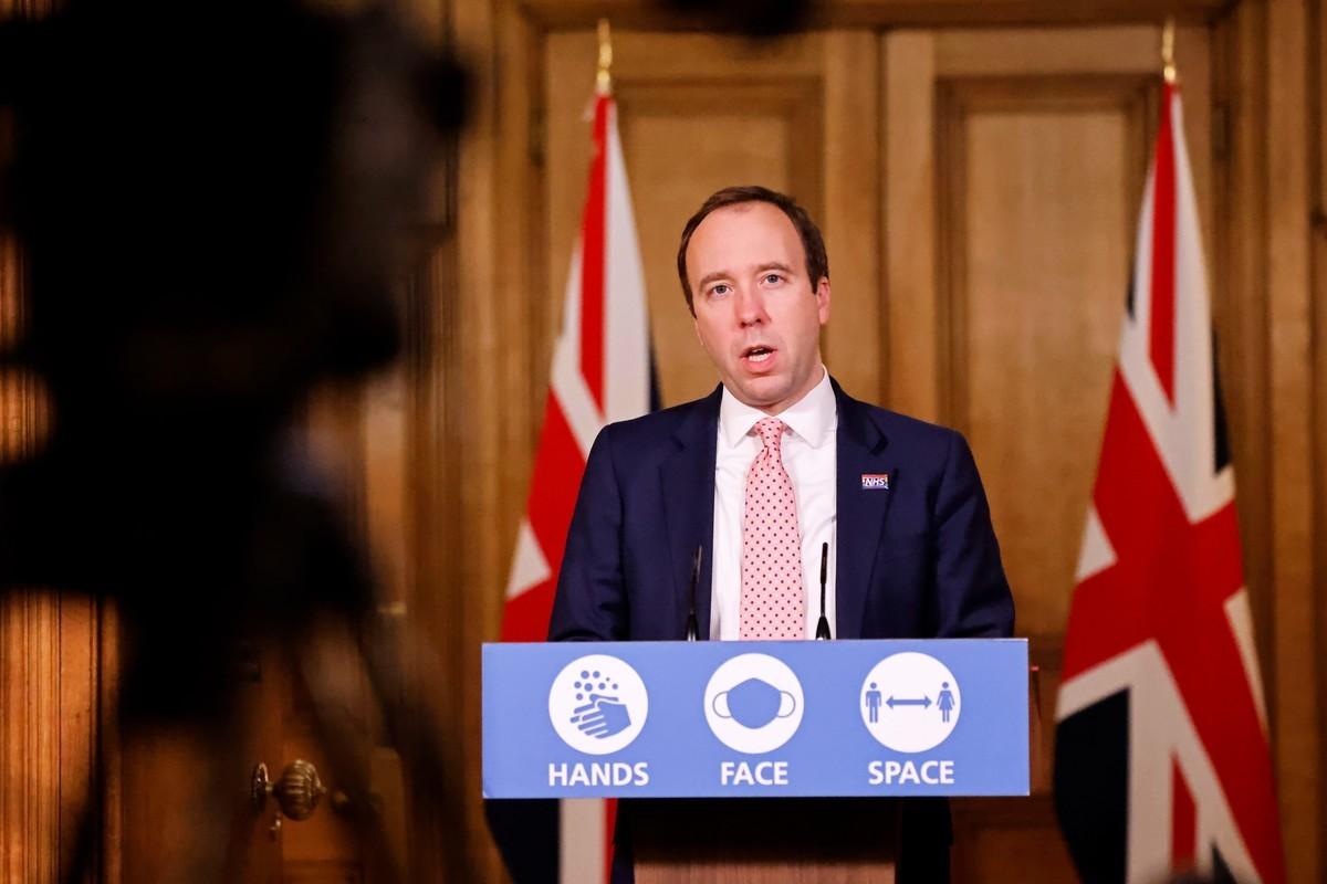 2020年12月14日,英國衛生大臣夏國賢在倫敦唐寧街10號(Matt Hancock)召開遠程新聞發佈會,向全國通報疫情情況。(Tolga Akmen-WPA Pool/Getty Images)