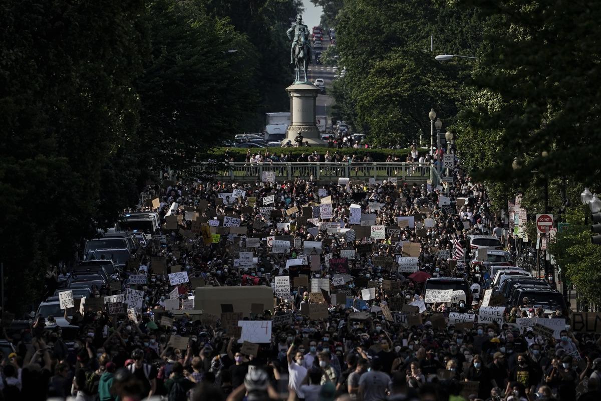 6月早些時候在華盛頓拉菲特公園爆發的抗議弗洛伊德之死示威活動。(Getty Image/Drew Angerer )