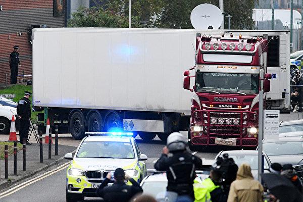 英國發生39人命喪卡車集裝箱的慘案,震驚世界。10月26日,卡車司機被指控39項過失殺人罪。圖為案發現場。 (Photo by Leon Neal/Getty Images)