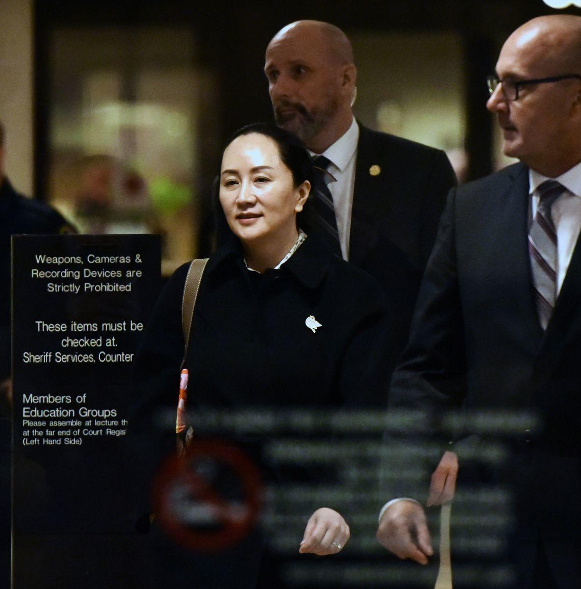 2020年1月23日,華為首席財務官孟晚舟在接受了為期四天的引渡案審理後,離開位於卑詩省溫哥華市的不列顛哥倫比亞最高法院。(DON MACKINNON/AFP via Getty Images)