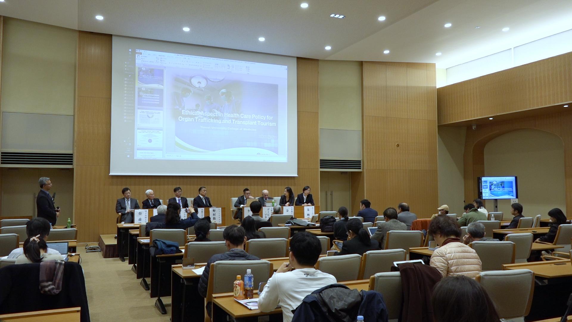 11月30日,日本、台灣、南韓及加拿大的醫學界、法律界以及生命倫理界一行九位專家教授於東京大學舉行了針對器官販運及移植旅遊的亞洲研討會。揭露了中共的活摘人體器官。(新唐人)