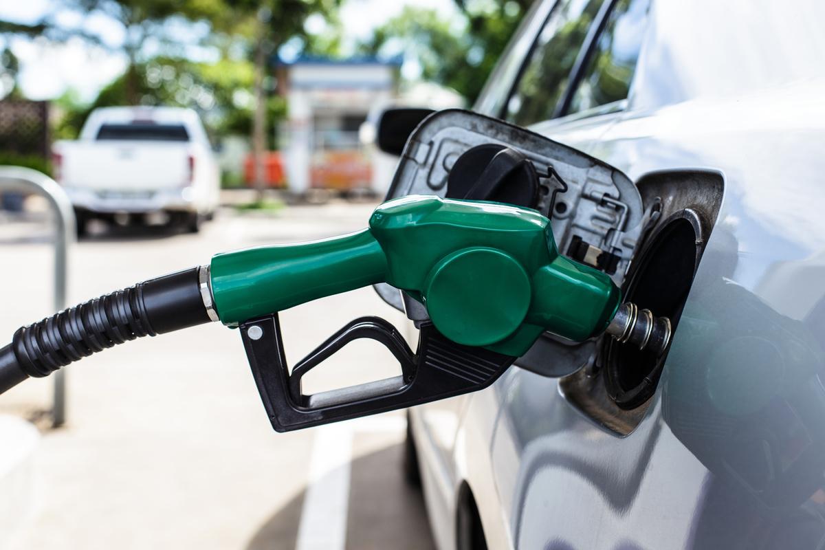 美國2021年3月汽油價格同比跳升22.6%,導致消費者物價上揚2.6%。(Shutterstock)