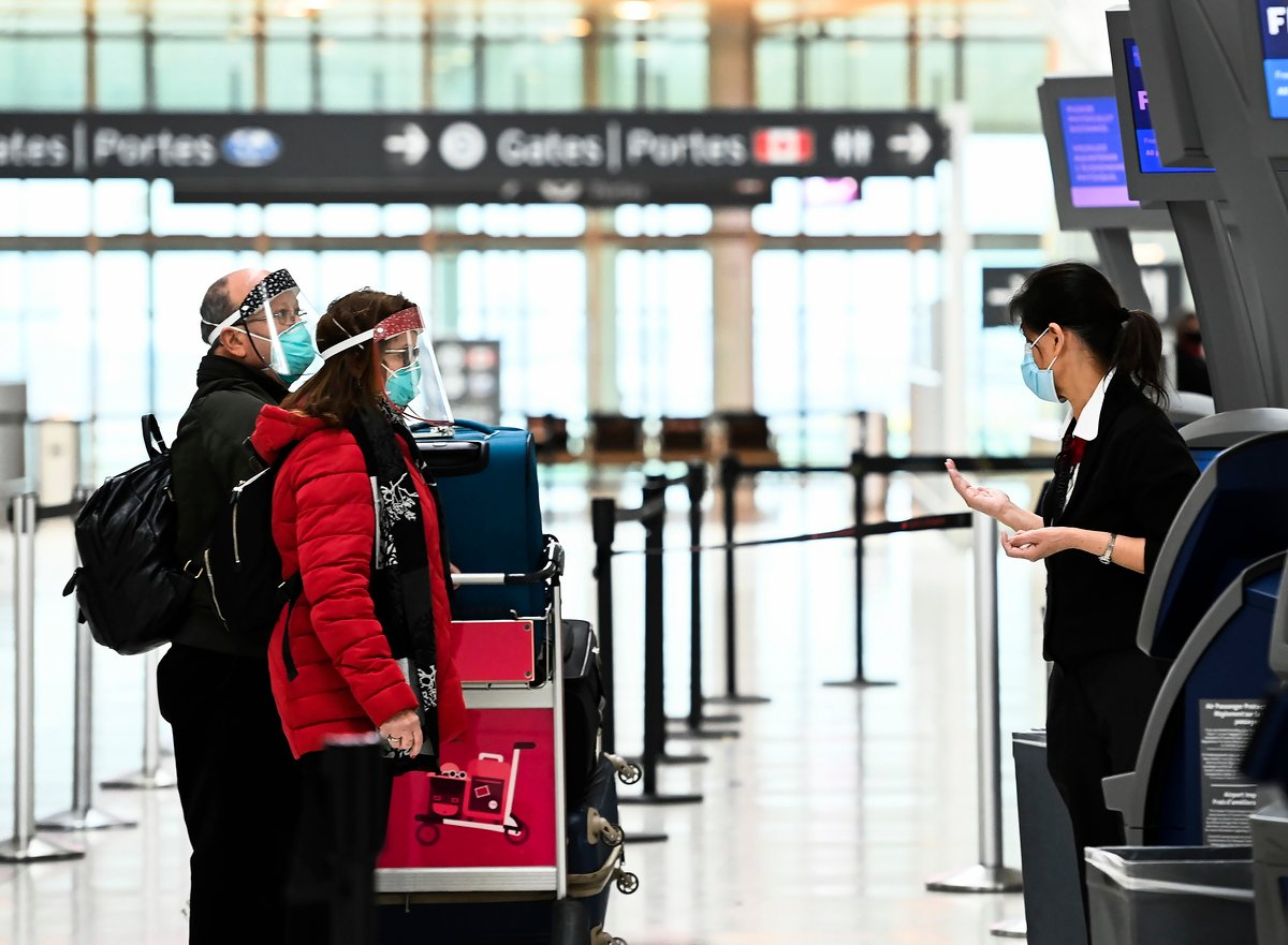 任何人從外國飛抵加拿大後,都須接受COVID 19(中共肺炎)測試,然後在政府指定的旅店等測試結果,最多需住3天。(加通社)
